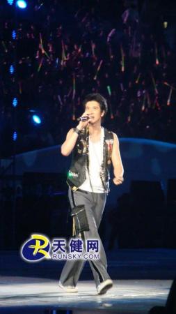"""扒在五线谱上,23岁成了台湾""""金曲奖最佳国语男歌手""""和""""最佳制作人""""的"""