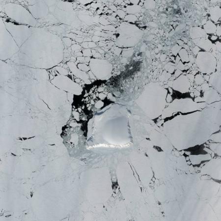太空看地球岛屿:马尔代夫群岛犹如宝石