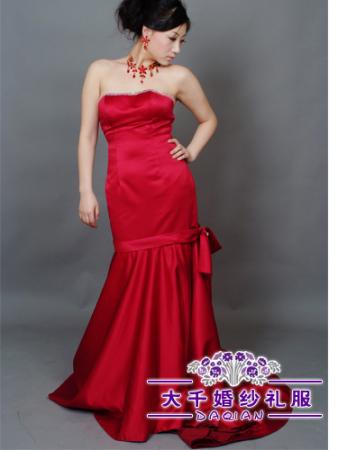 玫红色旗袍怎么搭配