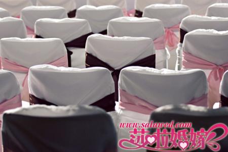 宾客席装饰,粉色、咖啡色的装饰营造优雅格调