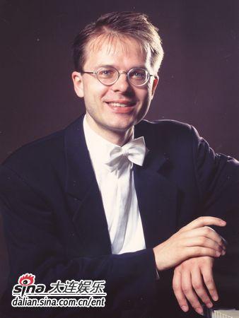 瑞士钢琴家卡尔-安德里亚斯•考利