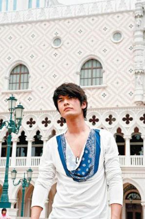 黄晓明到澳门的威尼斯人酒店小试手气